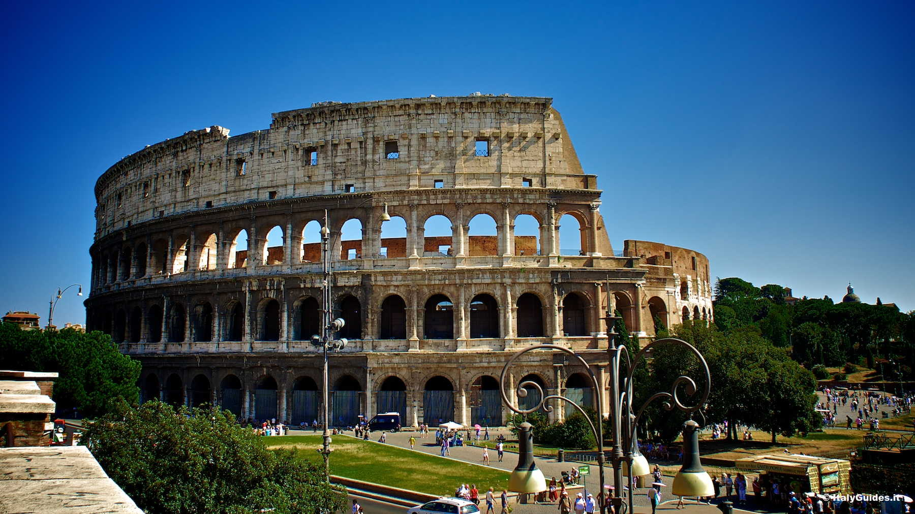 Pictures of Roman Colosseum, photo gallery and movies of ...