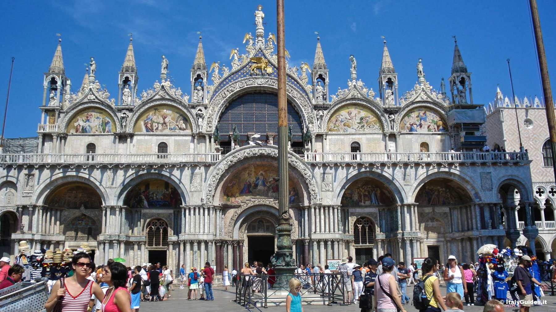 pictures of st mark 39 s square photo gallery of venice italy. Black Bedroom Furniture Sets. Home Design Ideas
