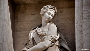 Trevi Fountain in Rome: Personification of the abundance